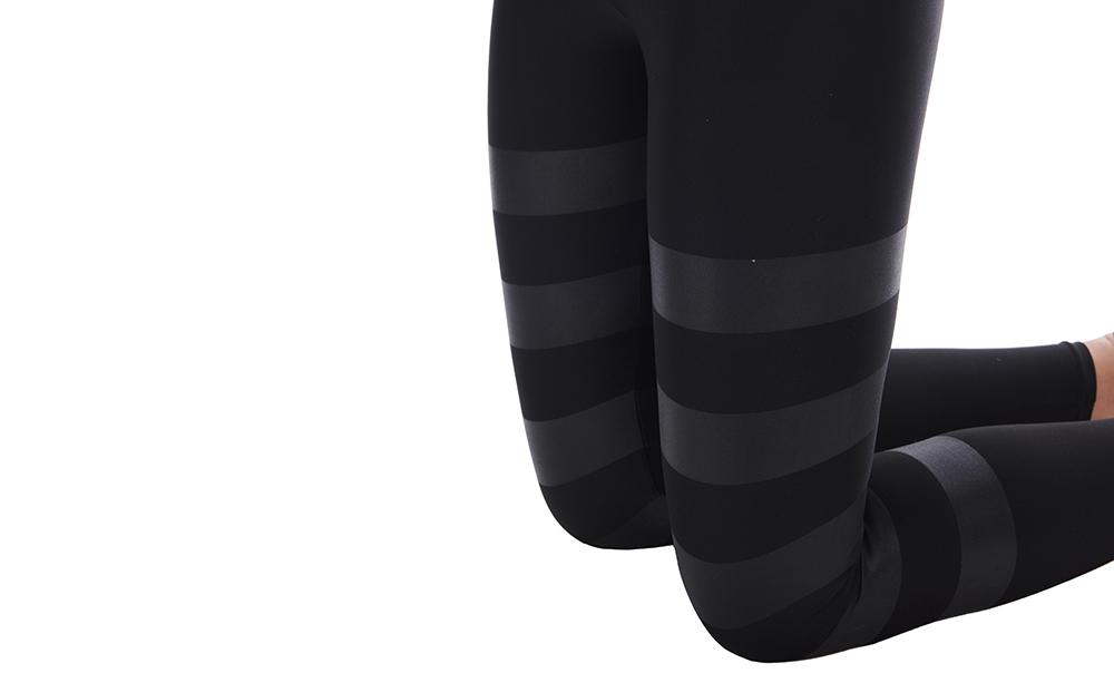ankle-leggings-roundlap-black-lamina-on-black-close-up